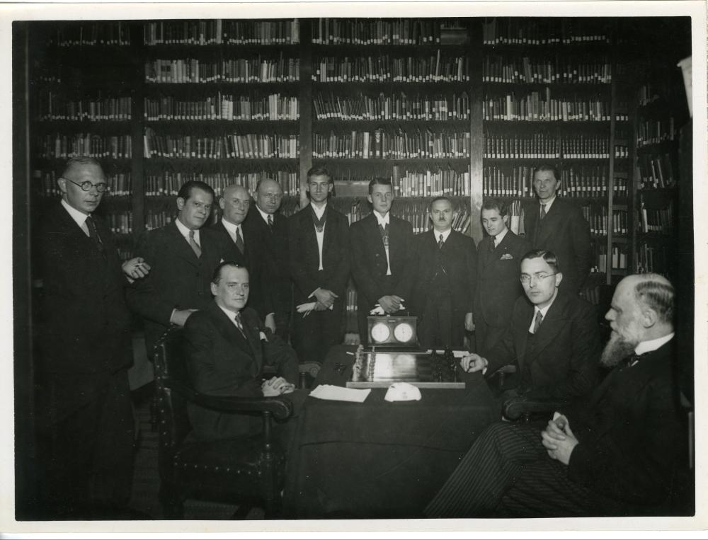 Wereldkampioenschap schaken 1935: partij in soc. phoenix te Delft.