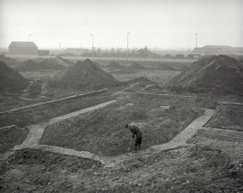 Opgraving van het kartuizerklooster, gefotografeerd door Openbare Werken, 1959 (TMS 131929)