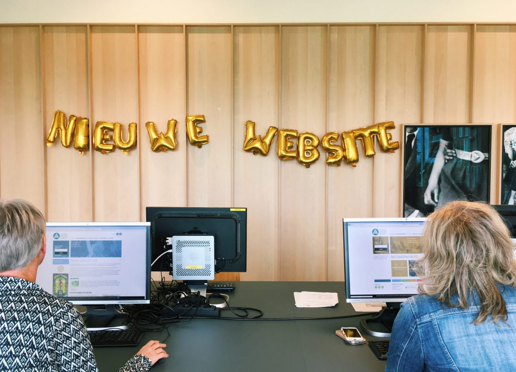 Bezoekers in de studiezaal tijdens de Open Dag van Stadsarchief Delft (2018)