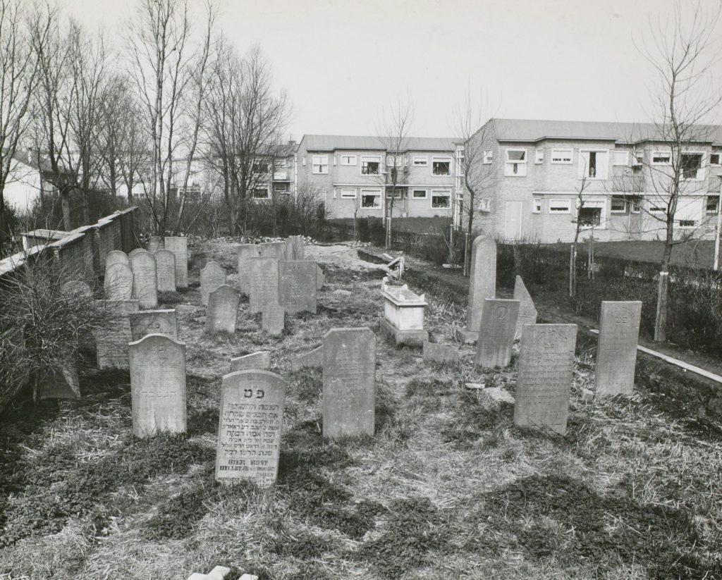 Joodse begraafplaats, ca. 1960, foto Tiemen van der Reijken (TMS 38117)