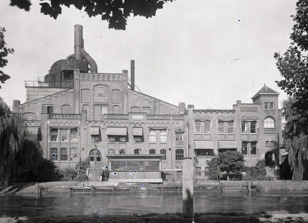 W.L. van der Poel, Elektriciteitscentrale aan de Nieuwelaan, 1960-1962 (TMS 116746)