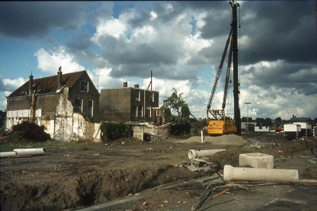 Sloop en bouw op het terrein In de Veste, ongedateerd, foto Arie Schüller (TMS 259163)