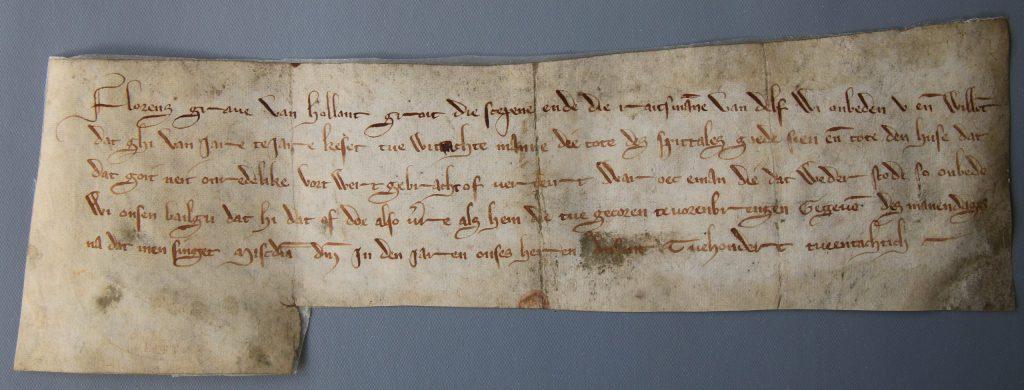 Graaf Floris V beveelt Delft om jaarlijks twee toezichthouders aan te stellen voor het gasthuis, 13 april 1282 (Archief 1, inv.nr 2098, charter 1004)