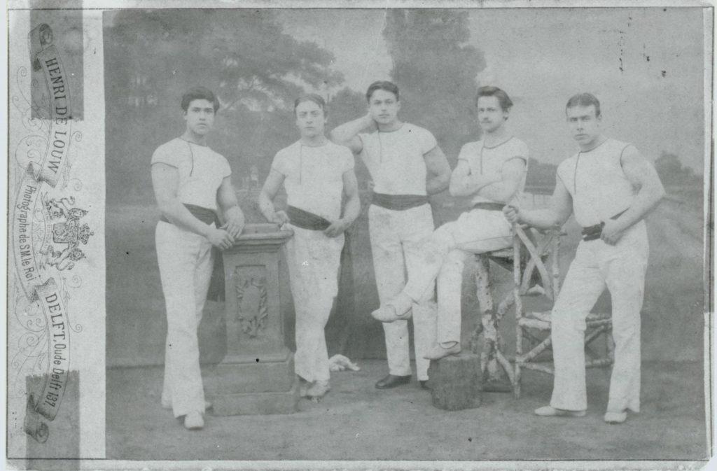 Leden van sportclub Odin, 1884, foto Henri de Louw (TMS 94386)