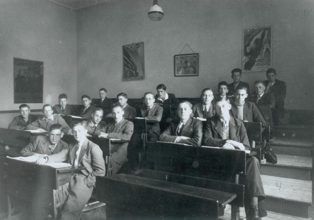 Klassenfoto van klas 4b van de hbs, foto S. Frank, 1929