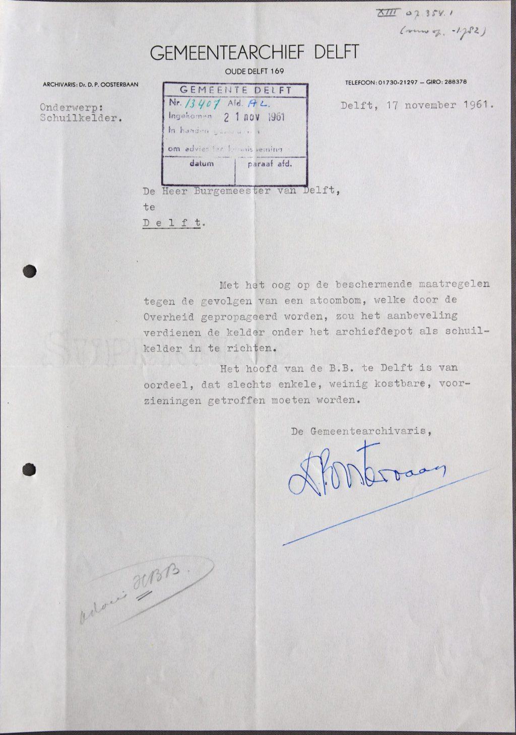 Brief van D.P. Oosterbaan aan B&W waarin hij het archief als schuilplaats aanbiedt, voor 23-11-1961 (Archief 653, inv.nr 3848)