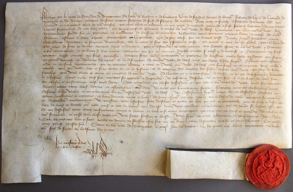 Oorkonde van hertog Filips van Bourgondië waarin hij Delft toestemming geeft een molen te bouwen voor het uitslaan van water, 1450 (Archief 1, inv.nr 3499, charter 3081)
