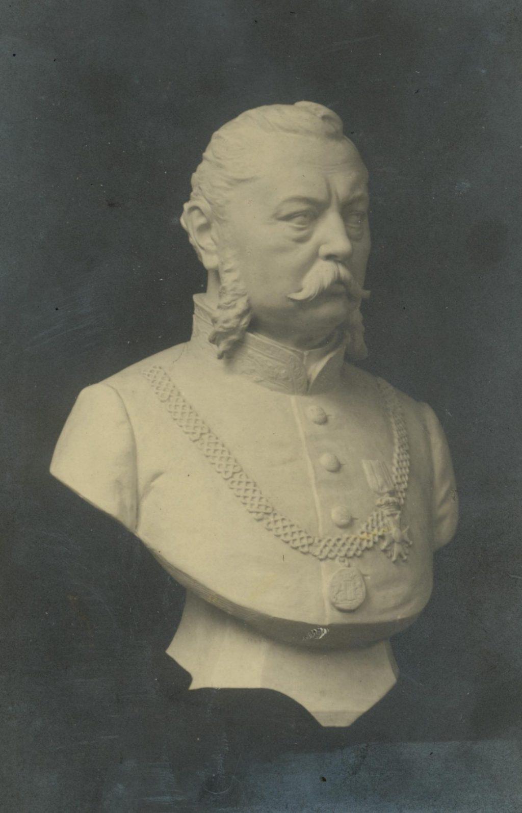 Buste van F.M. de Vries van Heijst, burgemeester van Delft van 1872 tot 1910, foto F.C.F. Gräfe (TMS 80026)