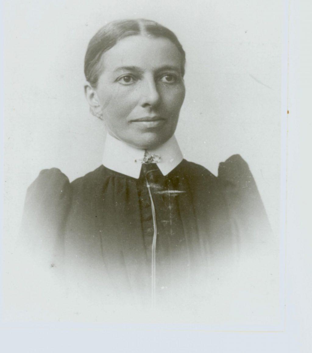 Zuster Anna, werkzaam in het Bethelziekenhuis, ca. 1900, foto F.C.F. Gräfe (TMS 75994)