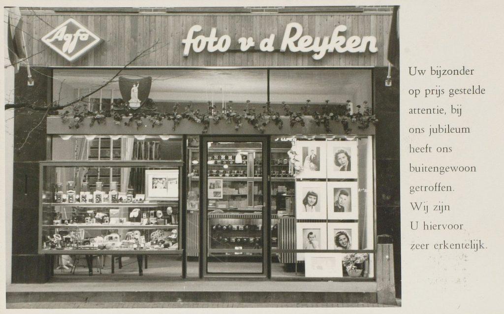 Bedankkaart bij het twintigjarige jubileum van Foto van der Reijken, 1958 (TMS 50703)