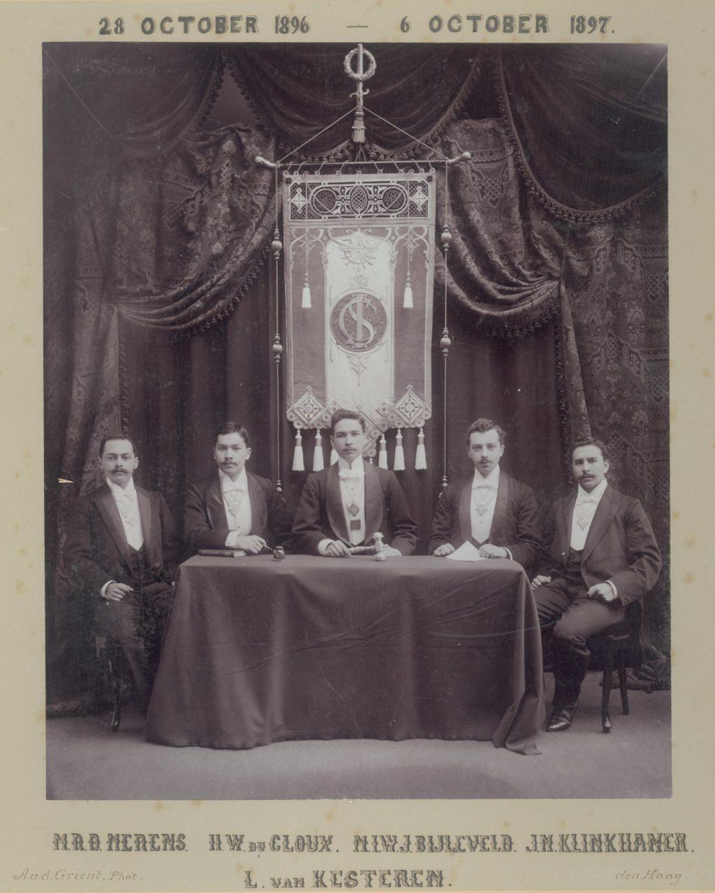 Bestuur van het Indologisch Studenten Corps, 1897, foto Adrianus van der Grient (TMS 91026)