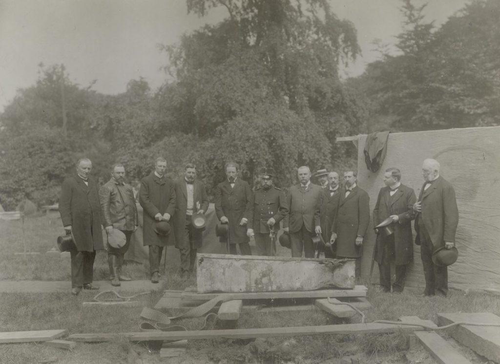 Exhumatie van Naundorff in het Kalverbos op 14 juni 1904, foto Charles Abraas (TMS 91002)