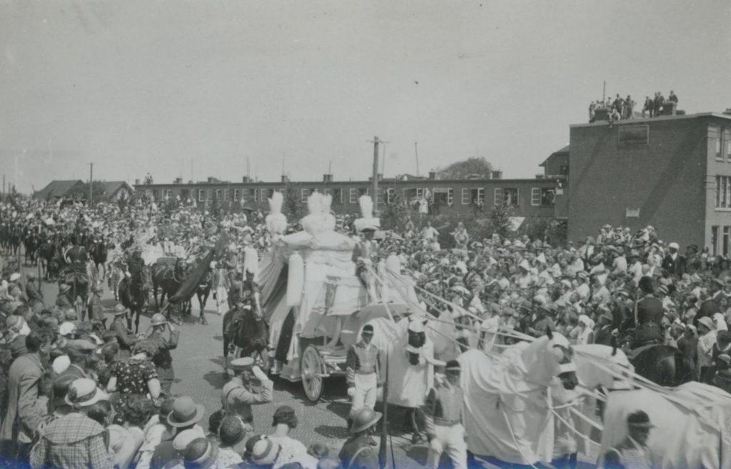 Rouwstoet uitvaart prins Hendrik, 11 juli 1934, foto W.F. van Oosten. (TMS 83493)