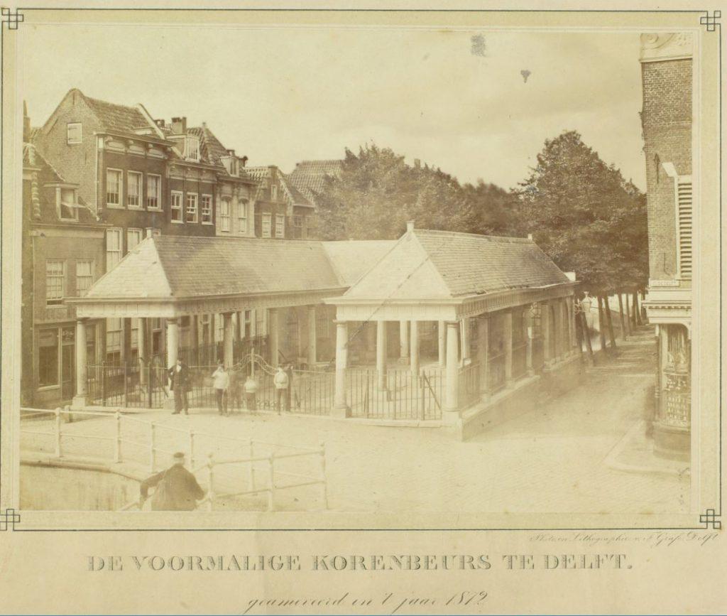 Foto door F. Gräfe van de korenbeurs vlak voor de sloop in 1872. (TMS 36594)