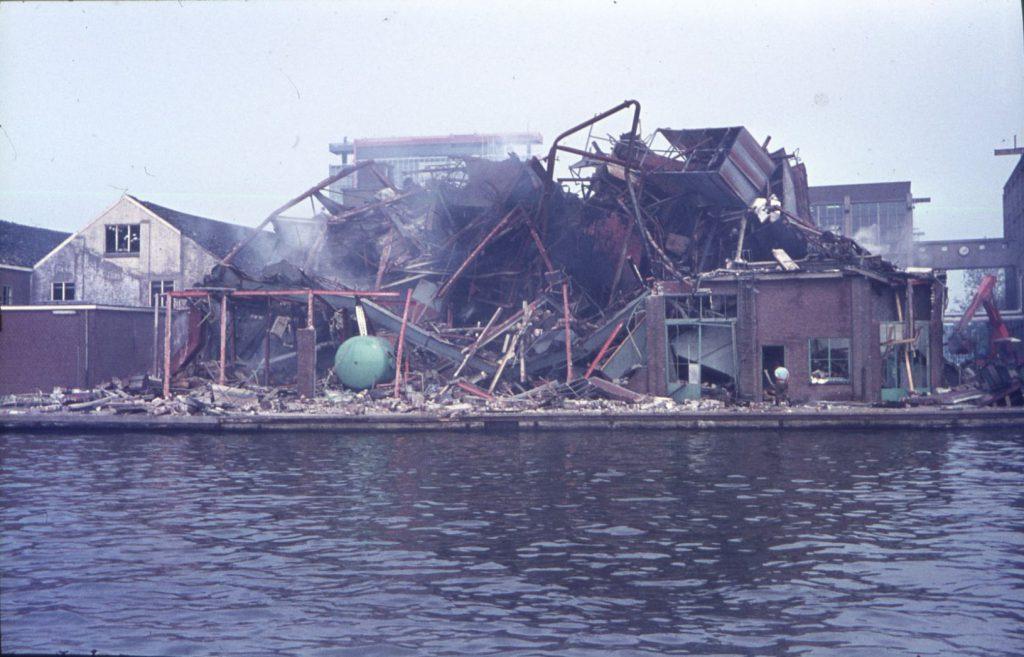 Ravage bij de Lijmfabriek op 19 augustus 1971, foto W. de Ruiter. (TMS 139940)